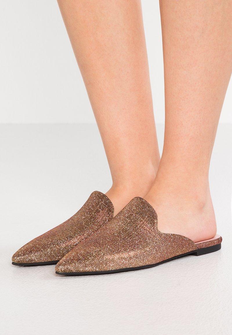 Pretty Ballerinas - GALASSIA - Pantolette flach - bronze