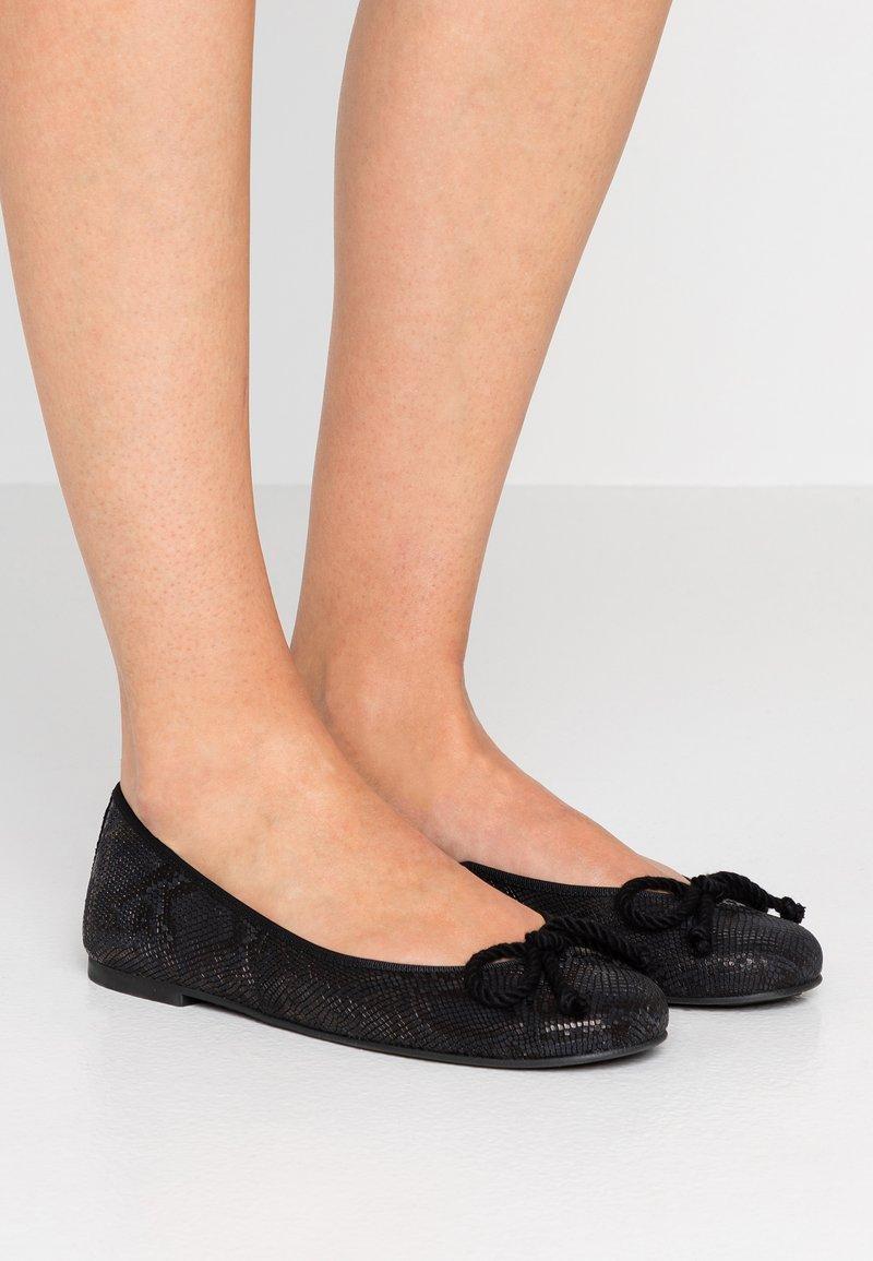 Pretty Ballerinas - TAIPAN - Ballet pumps - black