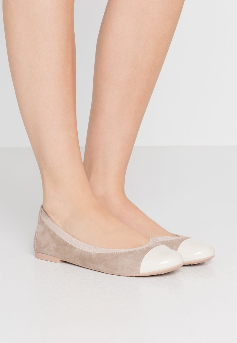 Pretty Ballerinas - SHADE ANGELIS - Ballerinaskor - offwhite/safari