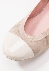Pretty Ballerinas - SHADE ANGELIS - Ballerinaskor - offwhite/safari - 2