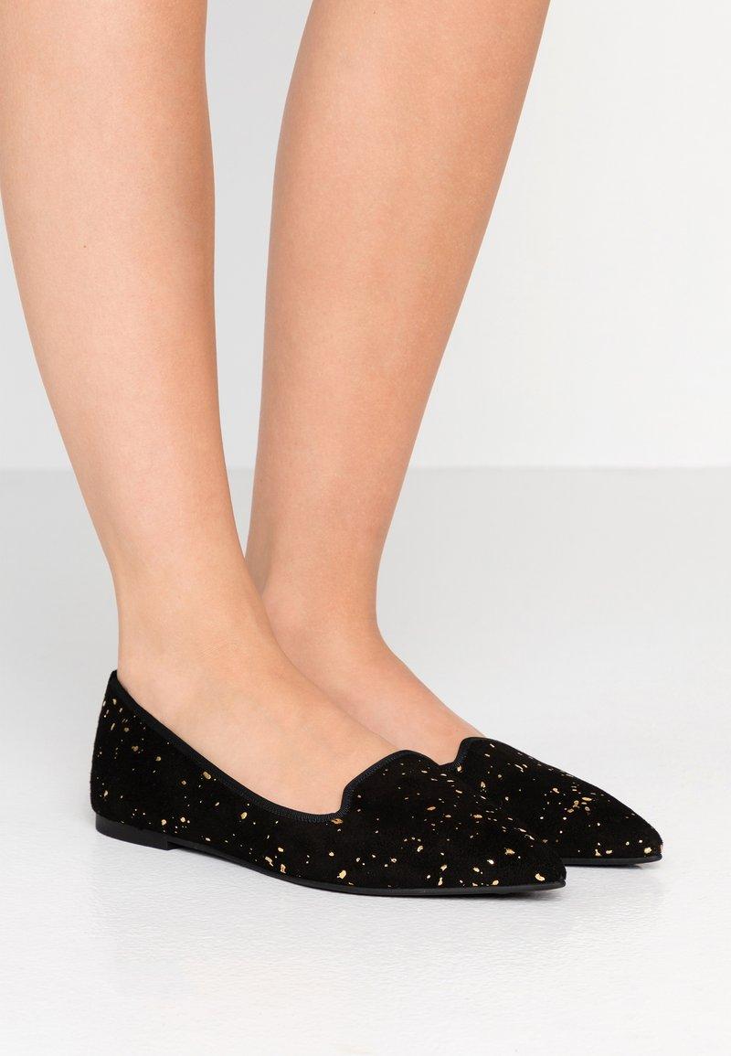 Pretty Ballerinas - NAMASTE - Nazouvací boty - black