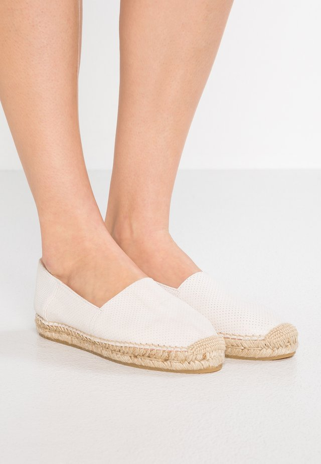 PREGONDA - Loafers - blanco/natural