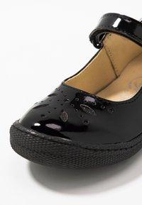 Primigi - Ankle strap ballet pumps - nero - 2