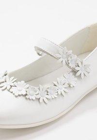 Primigi - Ballerina's met enkelbandjes - bianco - 2
