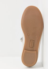 Primigi - Ankle strap ballet pumps - avorio - 5