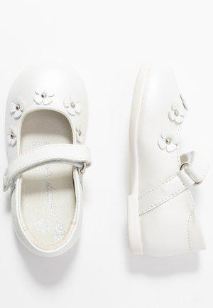 Ballerina's met enkelbandjes - bianco