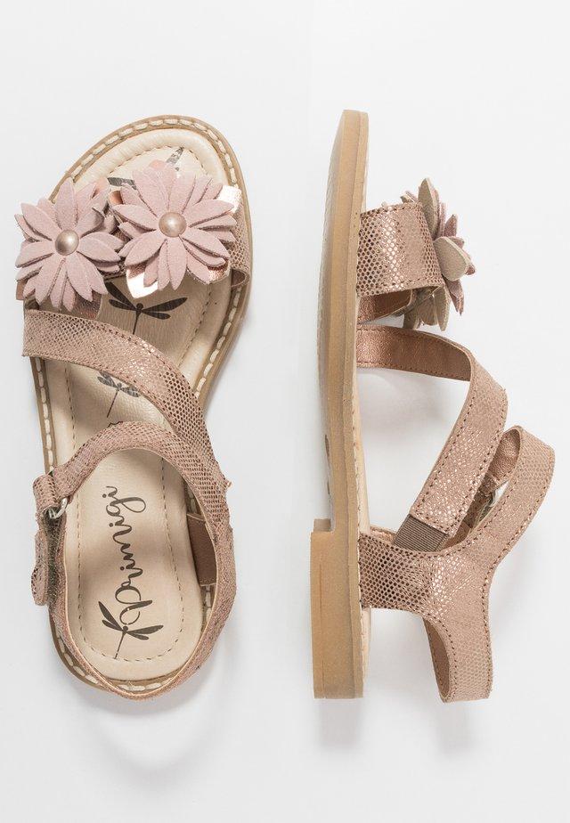 Sandaalit nilkkaremmillä - sabbia
