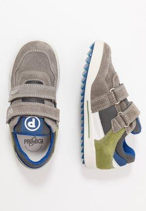 Sneakers laag - grig/aloe
