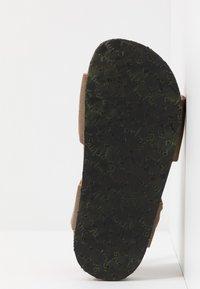 Primigi - Sandaalit nilkkaremmillä - tabacco - 5