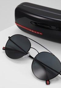 Prada Linea Rossa - Okulary przeciwsłoneczne - black/grey - 2