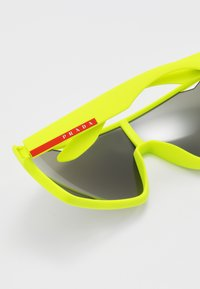 Prada Linea Rossa - Solbriller - fluo yellow rubber - 4