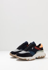 Pregis - KAYO - Baskets basses - navy/orange/multicolor - 2