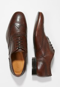 Primosole - BADGE BROGUE WINGCAP OXFORD - Klassiset nauhakengät - brown