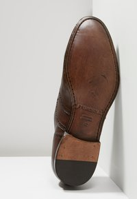 Primosole - BADGE BROGUE WINGCAP OXFORD - Klassiset nauhakengät - brown - 4