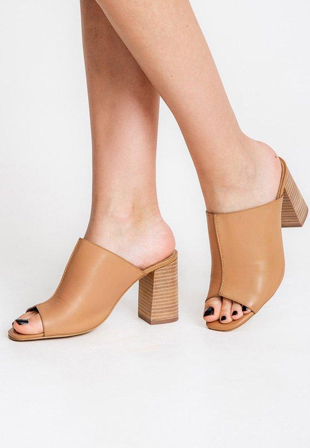 ISIATA - Sandaler - beige
