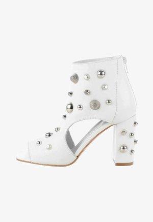 RASPANO - High heeled ankle boots - white