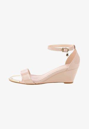 HERMADA - Wedge sandals - pink