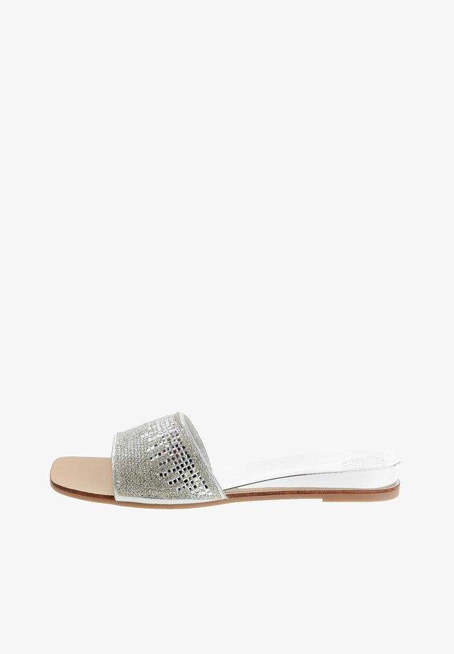 GLURSINO GLURSINO - Slip-ins - srebrny