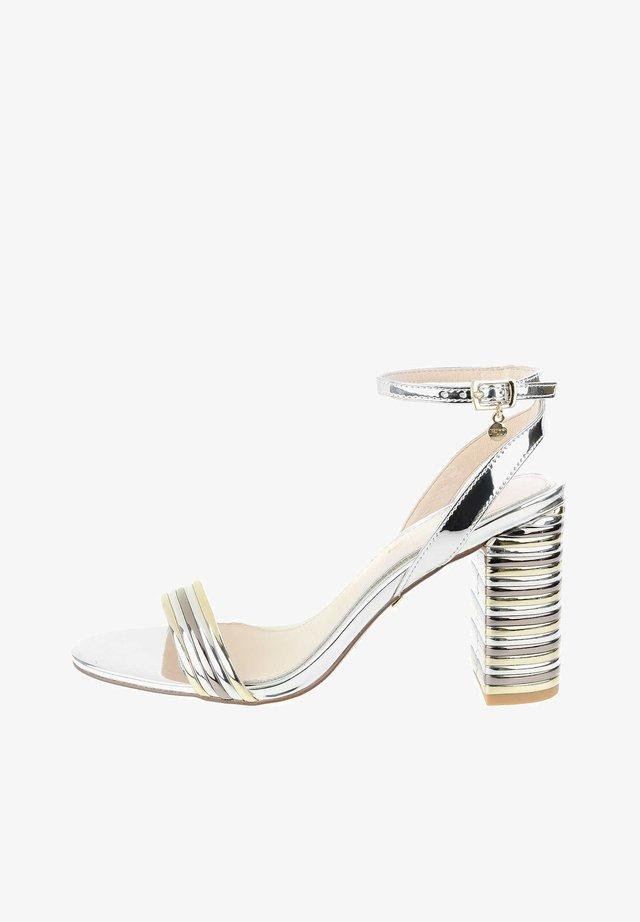 PALLANO - Korolliset sandaalit - platinum