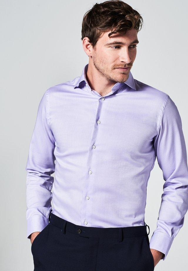 SLIM FIT - Zakelijk overhemd - lila