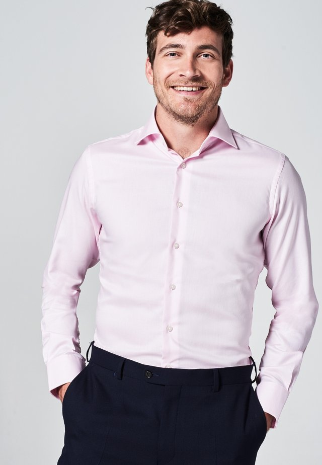 SLIM FIT - Formal shirt - roze