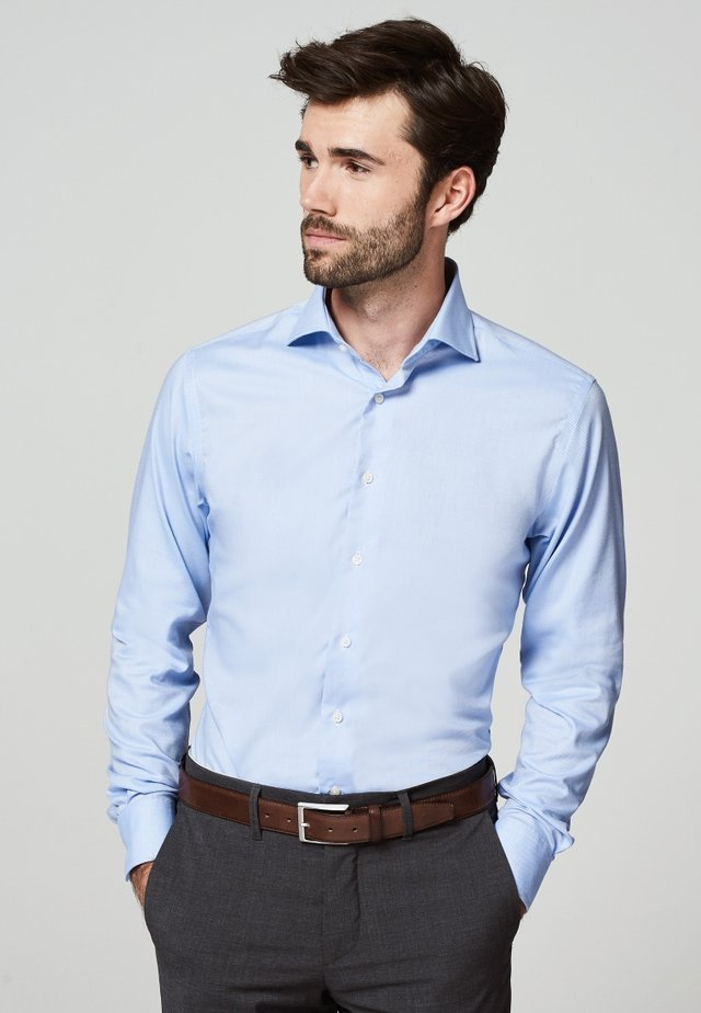 SLIM FIT - Formal shirt - licht blauw