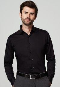 MICHAELIS - SLIM FIT - Zakelijk overhemd - zwart - 0