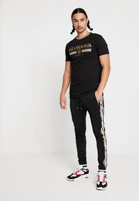 Project X Paris - BAROQUE TRACKSUIT - Pantaloni sportivi - black - 1