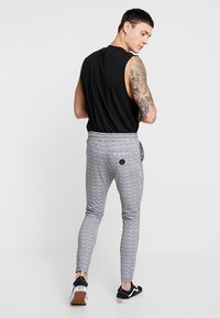 Project X Paris - CHECK PANT - Tracksuit bottoms - white/black - 2