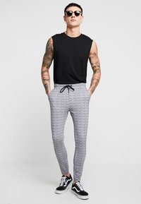 Project X Paris - CHECK PANT - Tracksuit bottoms - white/black - 1