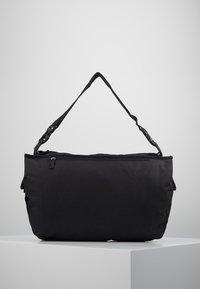 Propellerheads - Across body bag - black - 2