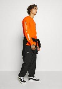 Primitive - NARUTO COMBAT - Bluzka z długim rękawem - orange - 1