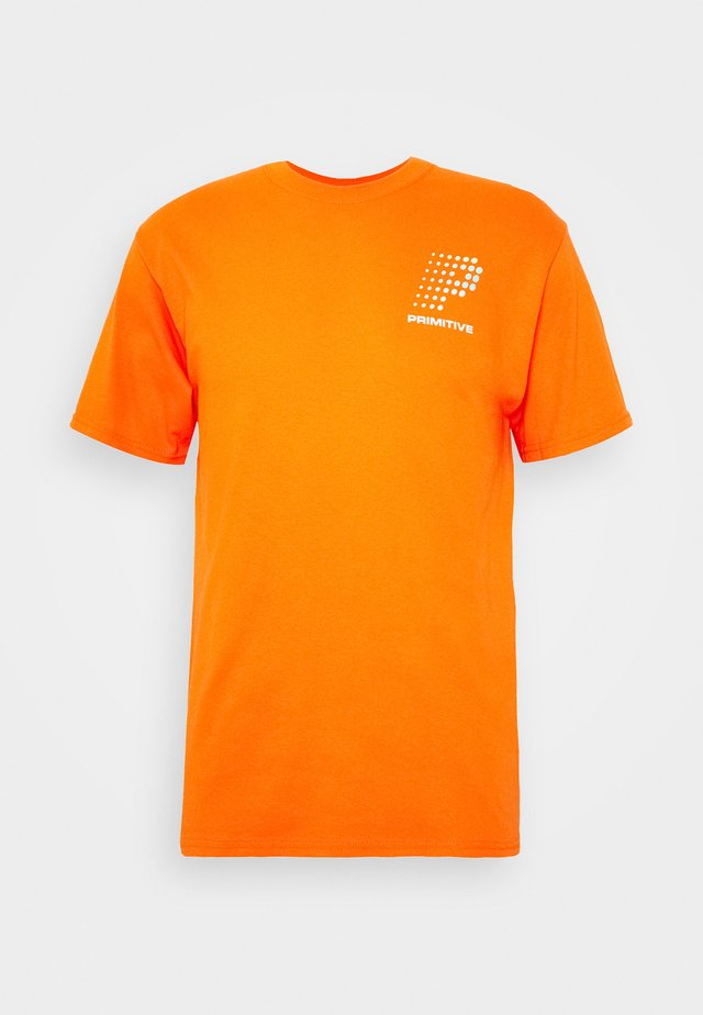 CONNECTION TEE - Print T-shirt - orange
