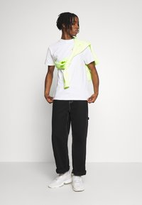 Primitive - NARUTO STRIKE TEE - Print T-shirt - white - 1