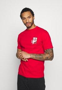 Primitive - SHENRON DIRTY DRAGON BALL Z - T-shirt print - red - 2