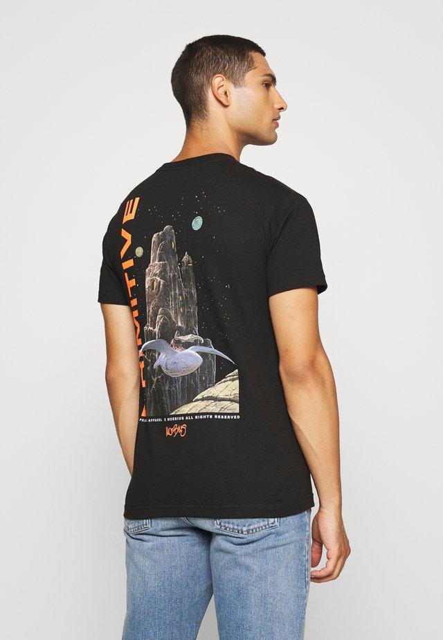 ARZAK TEE - T-shirts med print - black