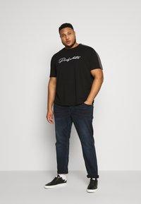Projekts NYC - GATLIN SIGNATURE - T-shirt print - black - 1
