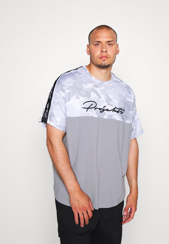RIDGE CAMO PANEL - Print T-shirt - grey
