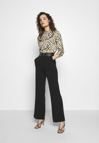 Progetto Quid - TROUSERS - Tygbyxor - black - 1