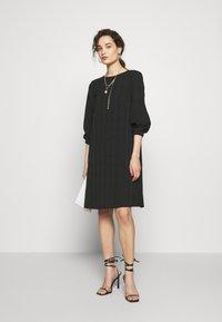 Progetto Quid - DRESS ABZA - Day dress - black check - 1