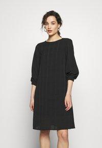 Progetto Quid - DRESS ABZA - Day dress - black check - 0