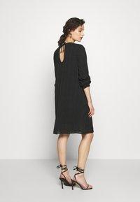 Progetto Quid - DRESS ABZA - Day dress - black check - 2