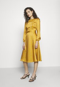 Progetto Quid - DRESS - Day dress - gold - 1