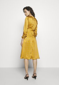 Progetto Quid - DRESS - Day dress - gold - 2