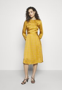Progetto Quid - DRESS - Day dress - gold - 0
