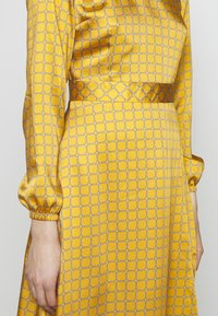 Progetto Quid - DRESS - Day dress - gold - 6