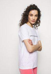 Progetto Quid - Print T-shirt - white - 3