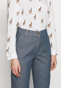 Progetto Quid - TROUSERS  - Flared Jeans - light denim - 5