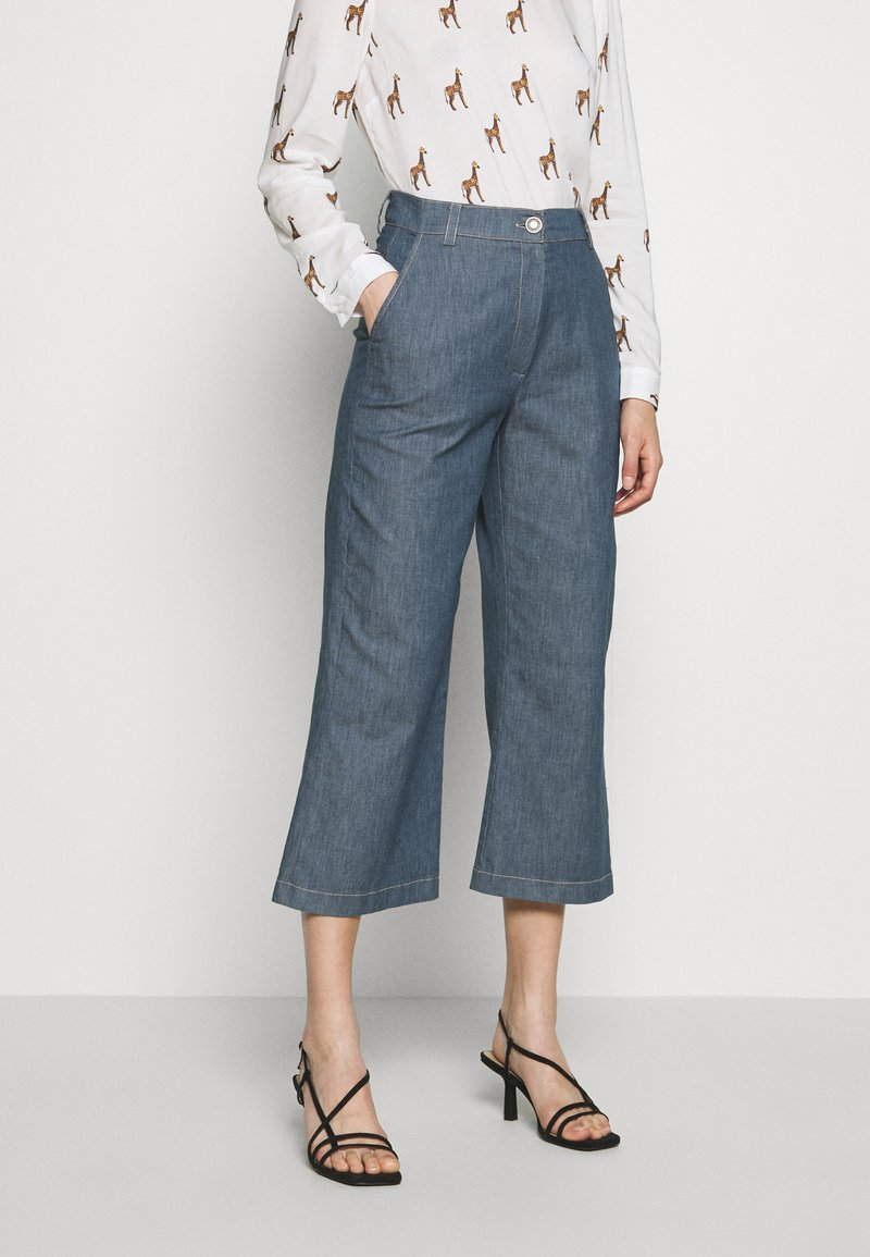 Progetto Quid - TROUSERS  - Flared Jeans - light denim