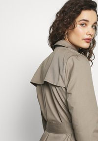 Progetto Quid - PERVINCA - Trench - light brown